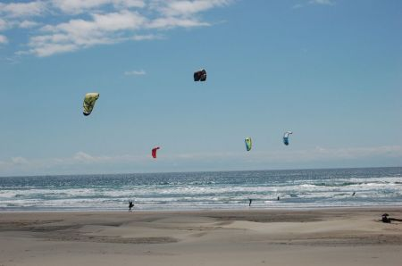 kiting in Manzanita